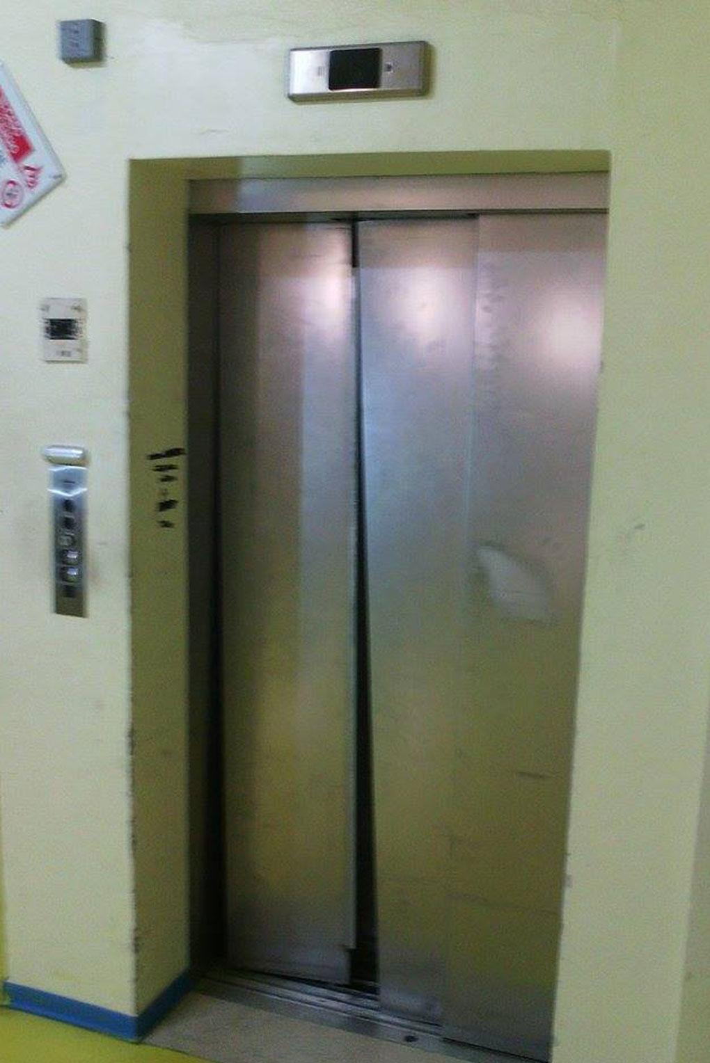 Infortunio all ospedale per il guasto all ascensore sel - Costo ascensore interno 3 piani ...