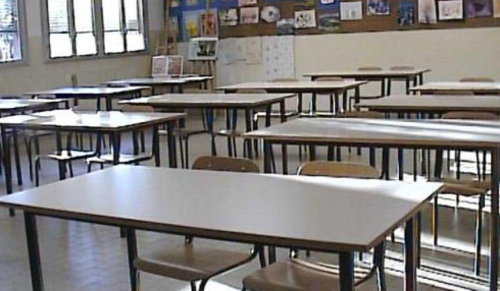 Siderno manca l illuminazione esterna alla scuola media u cg