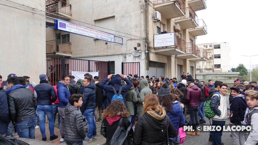 Locri Sit-in Istituto Alberghiero